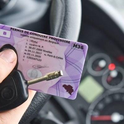 Renouvellement administratif du permis de conduire modèle carte bancaire